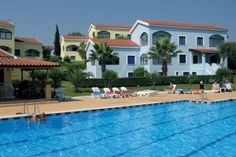 Govino Bay Appartementen | Gouvia | Corfu Corfu Apartments, Mansions, House Styles, Outdoor Decor, Travel, Home Decor, Viajes, Decoration Home, Manor Houses