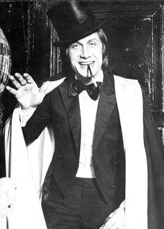 "#JacquesDutronc -- #BowTie - #Dapper - #Style - #Smoking ""Gentleman cambrioleur"" #ArseneLupin"