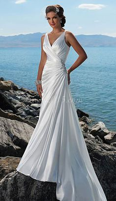 beach wedding dress - this is just gorgeous - not that I need a wedding dress - just gorgeous
