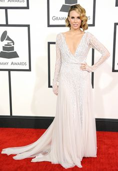 ชุดราตรียาว ปักเลื่อมลูกไม้ ธีมสีเงินขาว ของ keltie knight ใส่ไปงาน Grammy Awards 2014  http://www.dressbyatale.com/#!keltie-knight-gown-grammy-2014/c1opz