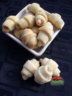 Cornulete cu bors 1 Hot Dog Buns, Hot Dogs, Biscuits, Deserts, Good Food, Sweets, Bread, Cookies, Ethnic Recipes