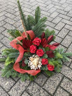 Christmas Diy, Christmas Wreaths, Christmas Decorations, Holiday Decor, Christmas Flower Arrangements, Floral Arrangements, Grave Decorations, Wedding Decorations, Funeral Flowers