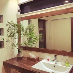 Tomokoさんの、グリーンのある暮らし,枝もの,ドウダンツツジの枝,ドウダンツツジ,洗面所,洗面所の鏡,存在感たっぷり❤︎,バス/トイレ,のお部屋写真
