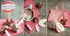 Sucette au chocolat faite maison à plonger dans la tasse de chocolat chaud Kakao, Dessert, Place Cards, Place Card Holders, Risotto, Lounge, Homemade Chocolates, Chocolate Cups, Marshmallow