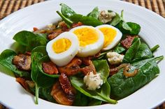 Espanpin - Spinach Salad with Bacon, Caramelized Onions, Mushrooms and Blue Cheese in a Bacon Pan Sauce Dressing Topped with a Hard Boiled Egg Recipe Bacon Spinach Salad, Spinach Salad Recipes, Spinach Egg, Sauteed Spinach, Spinach Muffins, Caramelized Onions And Mushrooms, Spinach Stuffed Mushrooms, Stuffed Peppers, Sauteed Mushrooms