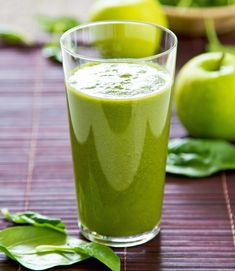Green Smoothies are packed with fiber, protein and other essential nutrients. Try these easy tips to make vegetable healthy breakfast smoothies. Celery Smoothie, Green Smoothie Recipes, Smoothie Drinks, Smoothie Diet, Healthy Juices, Healthy Drinks, Healthy Snacks, Healthy Eating, Healthy Recipes