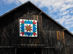 Barn Quilts and The American Quilt Trail Movement Saturday, April at Barn Quilt Designs, Barn Quilt Patterns, Quilting Designs, Block Patterns, American Barn, American Quilt, Painted Barn Quilts, Barn Art, Old Barns