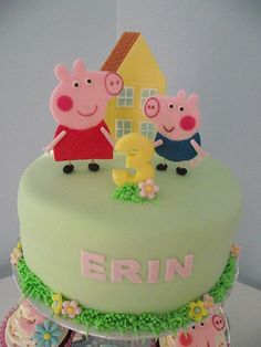A TON of Peppa Pig cake ideas!!!