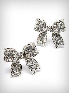 bow tie stud earrings..i want!!