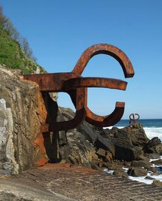 Eduardo Chillida * Peine del viento XV, San Sebastian, 1976 Jeff Koons, Outdoor Sculpture, Metal Art, Amazing Art, Sculptures, Explore, Modern, Inspiration, Lab
