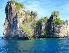 A veces veo monstruos marinos... Ko Phi Phi Lee. Zona perfecta para el buceo #thailand #tailandia #barca #boat #mar #sea
