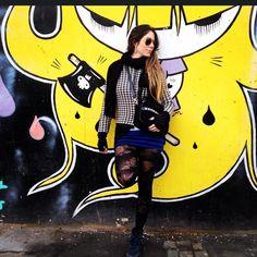 """"""" Sou fã das voltas que o mundo dá. Não adianta, por mais tempo que passe, por mais idas e vindas , Ah meu amigo… O mundo gira !!! Ohhhh se gira!!!  #grafite #buenosaires #streetart #me #BuenosAires #nightlife"""
