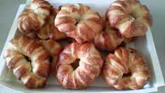 Chocolate crescent rolls - A winning recipe! An amazing yeast cake Cooking Classes For Kids, Cooking With Kids, Types Of Cakes, Bread Cake, Crescent Rolls, Bagel, Doughnut, Cake Recipes, Easy Meals