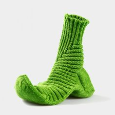 Treppenviertel Socken | Nicolor Crochet Socks Pattern, Knit Crochet, Knitting Patterns, Elie Saab Spring, Socks And Heels, Knitted Slippers, Happy Socks, Yarn Over, Knitting Socks