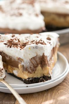 Peanut Butter Chocolate Cream Pie - I really have no words for this pie. It's a jaw-dropping pie with layers of Oreo crust, peanut butter, and chocolate cream. Peanut Butter Cream Pie, Peanut Butter Desserts, Homemade Peanut Butter, Dessert Mousse, Pie Dessert, Dessert Recipes, Brownie Desserts, Just Desserts, Lemon Desserts