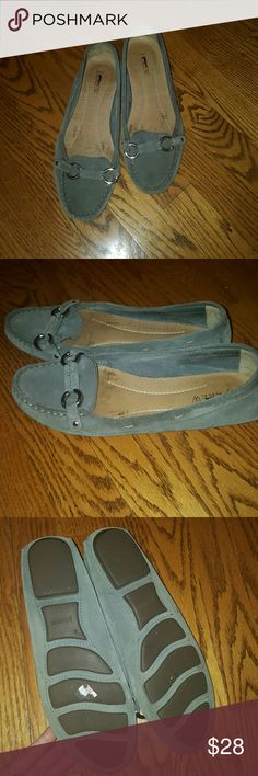 J.Crew gray suede flats size 8 J.Crew gray suede flats/ driving moccasins.  Very good condition, most of the wear is shown on the inside of the shoe more than outside. Size 8, very comfortable as well as stylish. J. Crew Shoes Flats & Loafers