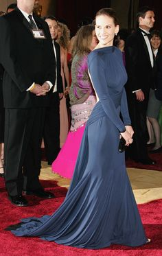 Hilary Swank's midnight blue gown in 2005 was just an excuse to brag about her buff bod. | 26 Oscar Dresses You Once Thought Were SooooOOOooo Pretty
