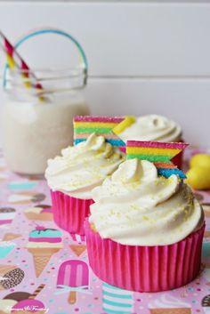 Lemon Jelly Layer Cake and Cupcakes http://flavoursandfrosting.blogspot.com.es/2014/05/lemon-jelly-layer-cake.html #lemoncake #layercake #jellycake #jellocake #lemonjelly
