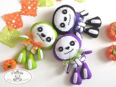 Sweet Skeleton PDF pattern-Halloween by LittleThingsToShare Felt Halloween Ornaments, Halloween Toys, Felt Ornaments, Halloween Decorations, Moldes Halloween, Adornos Halloween, Diy Day Of The Dead, Cute Skeleton, Female Skeleton