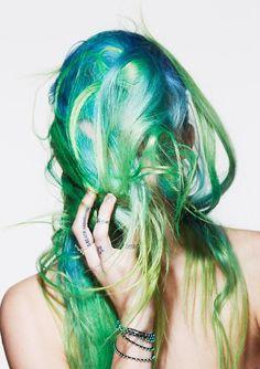 Blue and green hair, Chloe norgaard