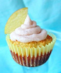 APPLE PIE CUPCAKES WITH CINNAMON FROSTING