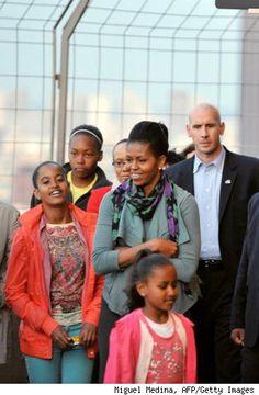 1st Lady Michelle Obama With Daughters Malia & Sasha
