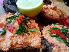 Nátierka z pečenej papriky s chilli a údeným tofu (fotorecept) Salmon Burgers, Tofu, Vegan, Chicken, Ethnic Recipes, Red Peppers, Vegans, Cubs
