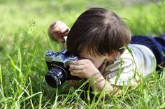 10 photography activities for kids - Great! Things for little ones and teenagers to do. Never thought of introducing your kids to photography!