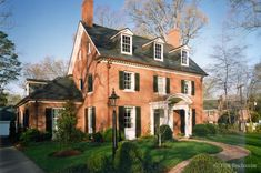 Build a new home that looks old. Residential architect, Don Duffy Architecture, a member of the Charlotte Historic Commission, knows Charlotte neighborhoods. Red Brick Exteriors, Colonial House Exteriors, Colonial Style Homes, Colonial Architecture, Facade Architecture, Architecture Portfolio, House Front Porch, House Roof, Orange Brick Houses