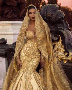 Gold wedding dress with veil Cute Dresses, Prom Dresses, Formal Dresses, Dream Wedding Dresses, Wedding Gowns, Gold Wedding, Dress Outfits, Fashion Dresses, Golden Dress