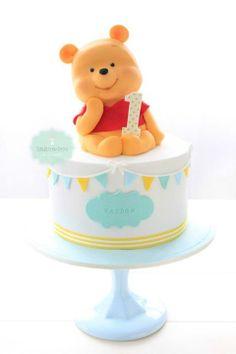 Bake-a-boo Cakes.Winnie the pooh birthday cake. A perfect theme Winnie Pooh Torte, Winnie The Pooh Birthday, Bake A Boo, Petit Cake, Friends Cake, Baby Birthday Cakes, Birthday Ideas, Birthday Boys, Disney Birthday
