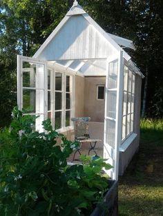 Växthus - Garden Shed Garden Stairs, Building A Fence, Potting Sheds, She Sheds, Garden Landscape Design, Garden Paths, Garden Sheds, Play Houses, Outdoor Gardens
