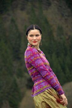 Oleana sweater (75% merinowool, 25% silk) and silk skirt.