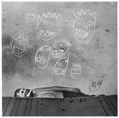American photographer Roger Ballen searches for his images on the fringes of society. Most recently, his jarring music video for South African group Die Antwoord helped propel the artists to global fame. He spoke with SPIEGEL ONLINE about his work. Photography Courses, Documentary Photography, Art Photography, Emotional Photography, Inspiring Photography, Die Antwoord, Ninja Turtles, Spiegel Online, Bnf