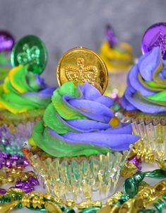 Mardi Gras cupcakes with a tutorial on how to do swirl icing like pictured here.
