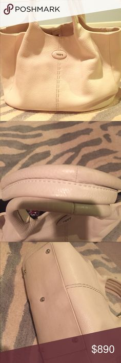 Tods leather bag Beautiful Tods purse.   In very good loved condition...no flaws on outside, clean lined interior. Tod's Bags Satchels
