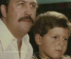 Pablo Escobar con su hijo Juan Pablo Pablo Emilio Escobar, Pablo Escobar, Mafia, Colombian Drug Lord, Al Capone, The Godfather, Psychopath, Shit Happens, Money