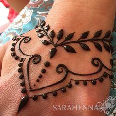 Hand henna