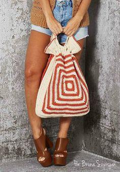 Bolsa Mega Square em Crochê por Bruna Szpisjak. #semprecirculo #crochet #croche #square #bag #bolsa #trend #tendencia #ganchillo #moda #acessório #fashion #acessories #artesanato #artesanal #modafeminina #quadradinho