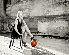 Senior Pictures Basketball I'm so doing this haha Senior Photos Girls, Senior Girl Poses, Senior Portraits, Kid Photos, Senior Posing, Senior Session, Senior Girl Photography, Photography Women, Children Photography