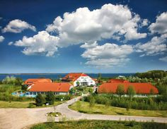 Das Lindner Hotel & SPA Rügen liegt direkt neben einem malerischen Naturschutzgebiet im Nordwesten von Rügen in Trent und bietet Ihnen einen fantastischen Blick auf Hiddensee.