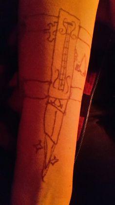 Jetzt bin ich offiziell ein Assassine xP // Künstler: Der Jakob // Leinwand: meine Wenigkeit xD // D.J: Nein du bist ein Assassins Creed!! >.<