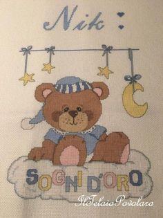 ... Per Nik anche la copertina in ''aida di lana'' con un simpaticissimo orsetto