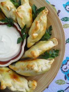 Sio-smutki: Samosy - indyjskie pierożki (pieczone) Magic Recipe, Fresh Rolls, Curry, Good Food, Food And Drink, Cooking Recipes, Vegetarian, Dishes, Chicken