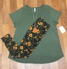 Classic T with leggings https://www.facebook.com/groups/lularoejilldomme