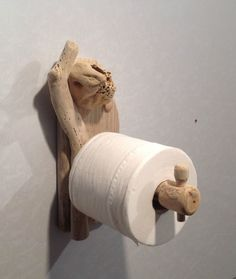 As it turns out, pieces of driftwood are also handy in the bathroom.
