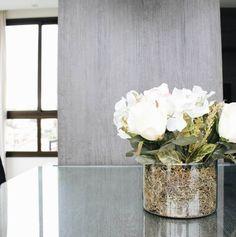 Mesa. Meu arranjo favorito até chegarem as rosas vermelhas!