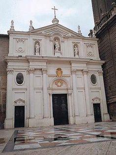 La Catedral del Salvador en su Epifanía de Zaragoza es una de las dos catedrales metropolitanas de Zaragoza, junto con la basílica y catedral del Pilar. Habitualmente es llamada «la Seo»,1 en contraposición a «el Pilar».  Está construida en el solar del antiguo foro romano de Caesaraugusta y de la mezquita mayor de Saraqusta, de cuyo minarete todavía perdura la impronta en la torre actual. El edificio fue comenzado en el siglo XII en estilo románico integrado en la mezquita aljama y ha sido