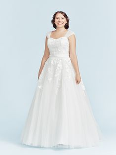 A plus size lace wedding dress. Lace-up back for a classic princess feeling. Lace Wedding, Wedding Dresses, Plus Size Wedding, Dress Lace, Bridal Collection, Supermodels, Catwalk, Bridal Gowns, One Shoulder Wedding Dress