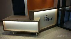 Une banque d'accueil sur-mesure pour cette entreprise de conseil #entreprise #accueil #mobilier #madeinfrance #Angers